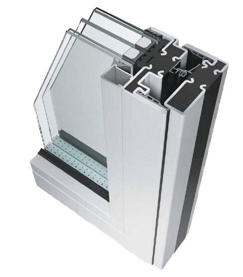 Sezione d'infisso a taglio termico con vetro di sicurezza a doppia camera